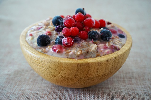 Oats and Berries Belly fat burning foods