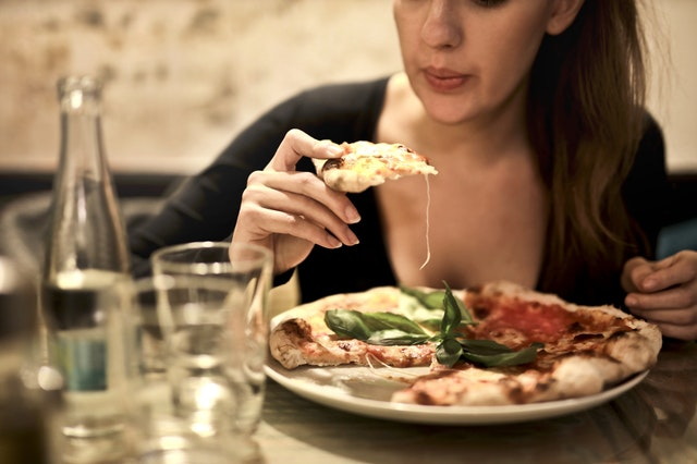 Women eating pizza