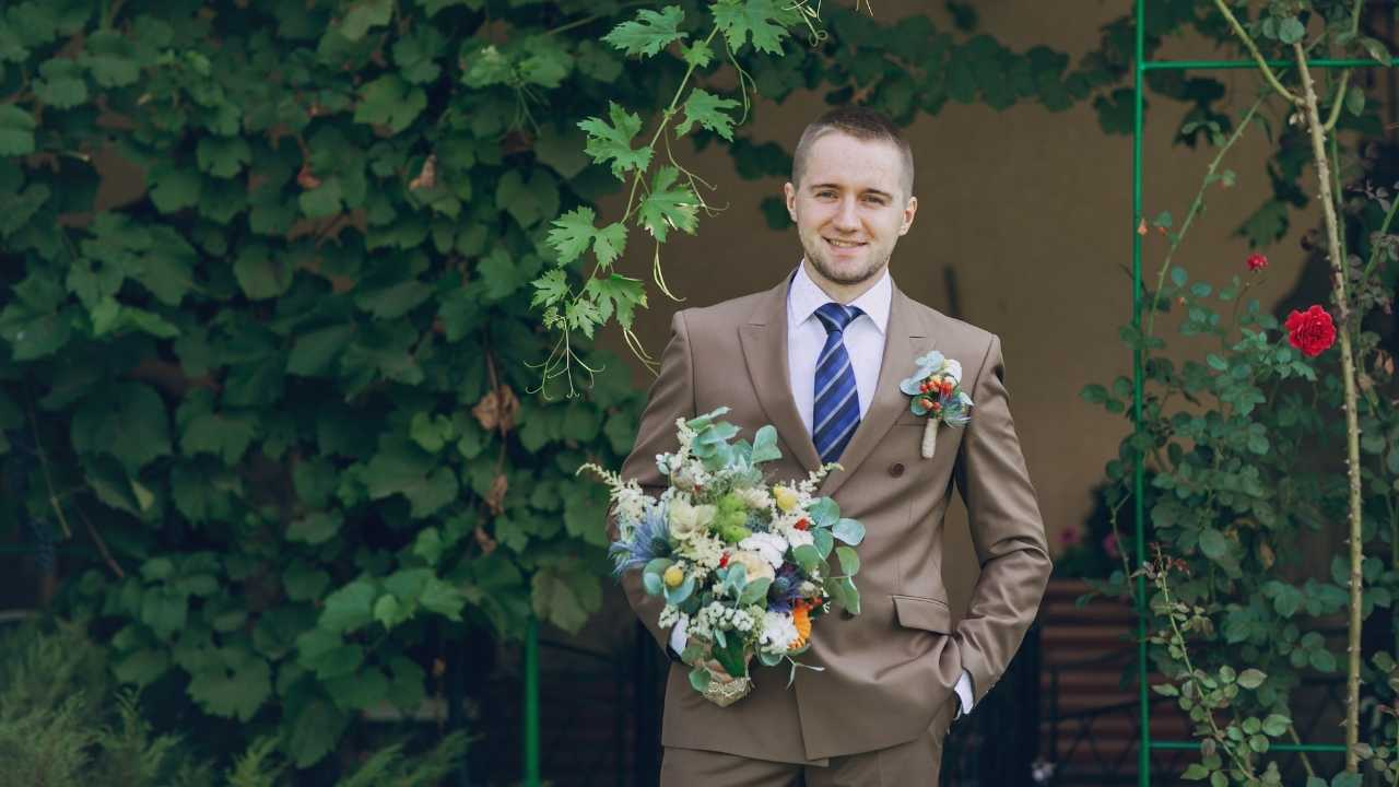 A guy wearing a suit during Summer wedding