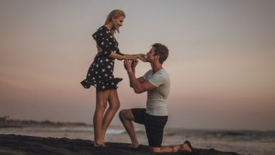 guy proposing a girl