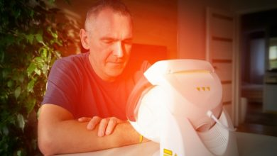 A guy Healing pain with light therapy